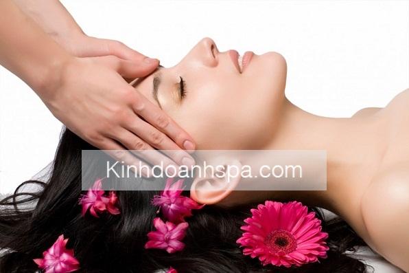 Nếu chị em không may có một làn da khá nhạy cảm và dễ bị tổn thương thì các chị em lại cần phải đi spa chăm sóc da mặt thường xuyên hơn.