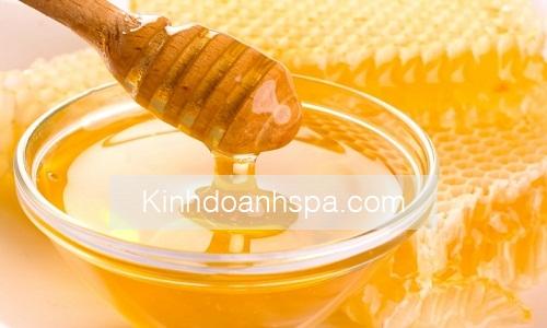 Trị mụn trứng cá bằng mật ong đã được biết đến từ lâu