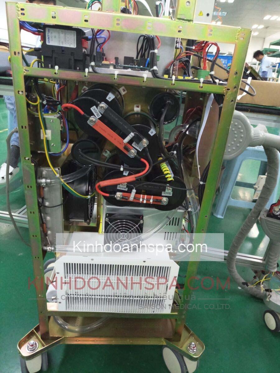 Cấu trúc máy sử dụng 4 tụ điện chất lượng cao
